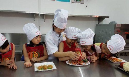 dạy trẻ nấu ăn ngày hè tại hà nội 08