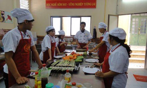 khóa học nấu ăn. cấp chứng chỉ sơ cấp nghề nấu ăn 01